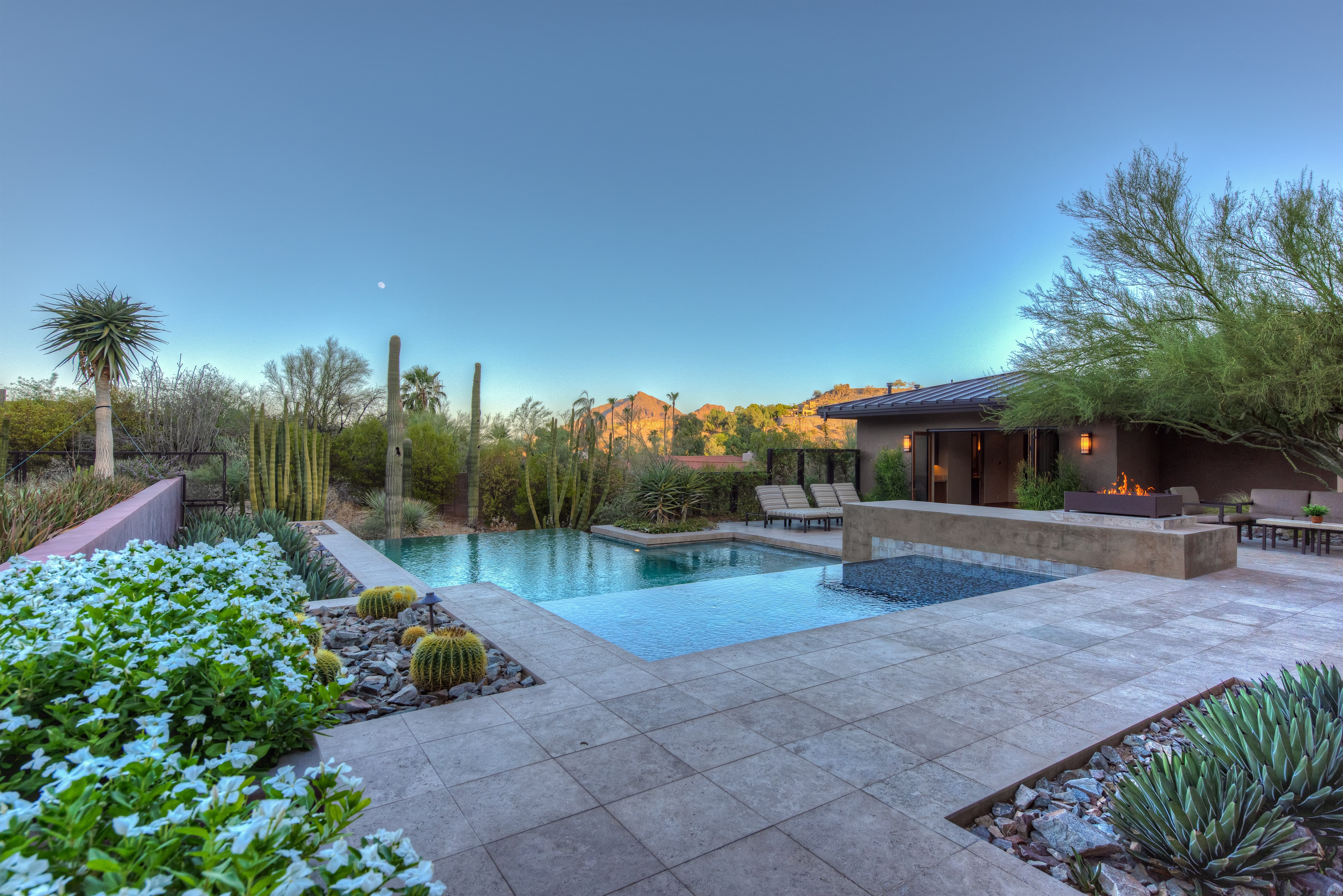 043_Pool-and-Guest-House